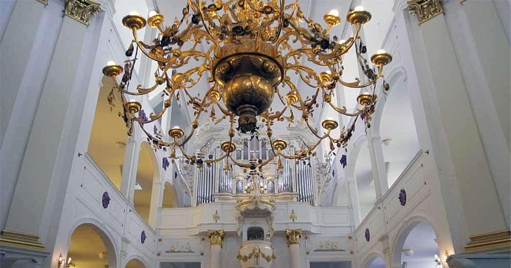 Eine kurze Geschichte der Stadtkirche(n) zu Hildburghausen oder warum schweigen die Glocken