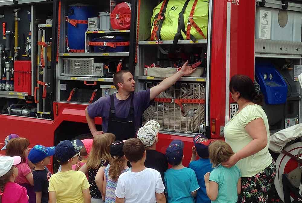 Storchennest-zu-Besuch-bei-Feuerwehr-Titel