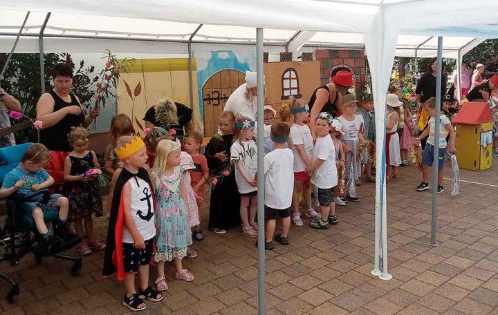Sommerfest-Pfiffikusse-Eisfeld