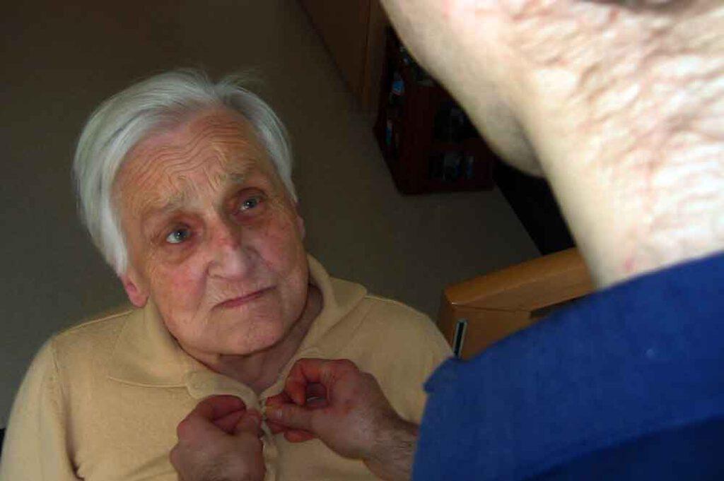 Umgang-mit-demenziell-erkrankten-Menschen