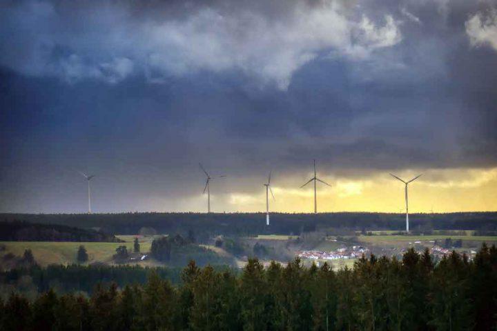 Windkraftanlagen-und-was-sie-mit-den-Menschen-machen