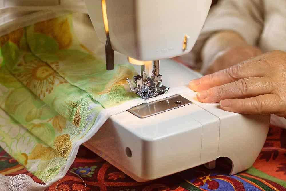 70jährige aus Heßberg spendet 80 selbstgenähte Masken an Malteser