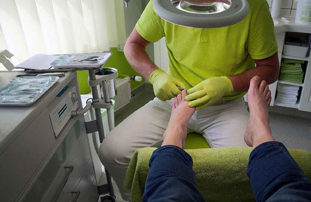 Kosmetiker und Fußpfleger müssen folgen