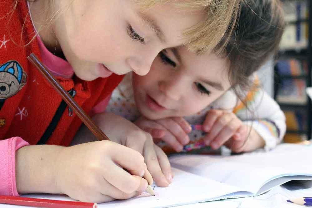 Kinder können ab 15. Juni wieder täglich in Grundschule und Kindergarten