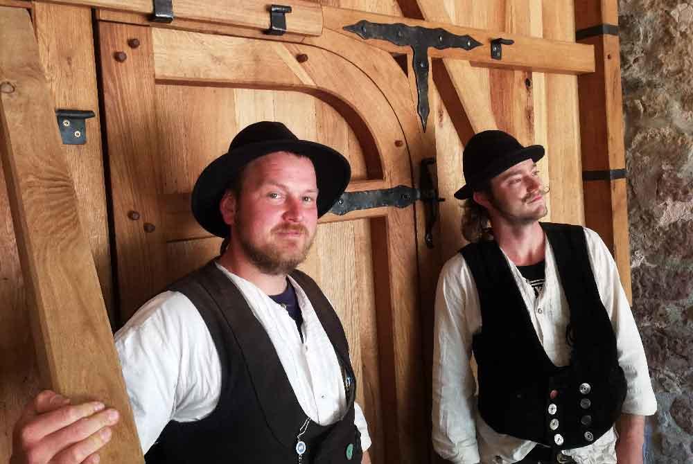 Ein neues Schlosstor für Schloss Weitersroda – Handwerker auf der Walz brillieren mit ihrem Können